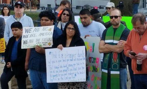 Marchan en apoyo a los inmigrantes en santuario y en contra de las deportaciones