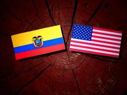 Banderas de Estados Unidos y Ecuador.