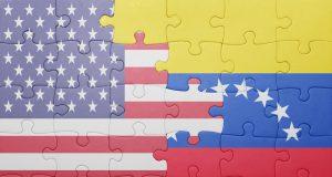 rompecabezas de la bandera de Venezuela y Estados Unidos.