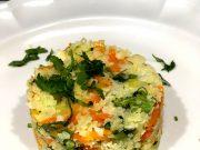 Un plato de Arroz de coliflor