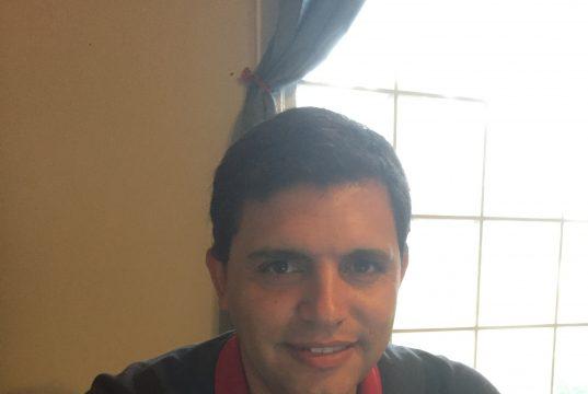 Foto del nuevo director ejecutivo del Centro Comunitario de Hendersonville, Sergio Fernández