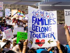 Carteles en protesta pro-inmigrante