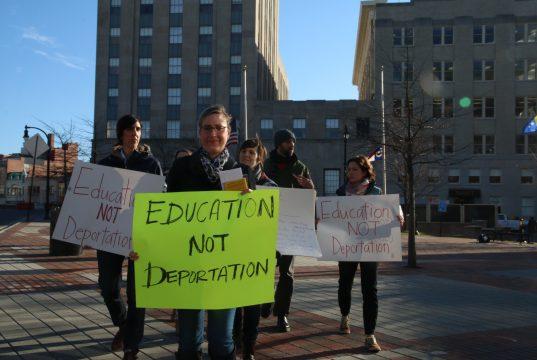 "Proyectos de ley buscan matrículas universitarias igualitarias para ""soñadores"""