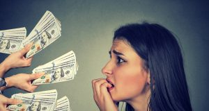 """Tenga mucho cuidado si pide dinero a los """"prestamistas informales"""""""