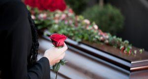 Aunque es un tema delicado, tome precauciones si fallece un ser querido