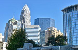 Ciudad de Charlotte vota por unanimidad a favor de compromiso con los inmigrantes