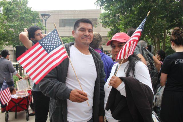 Amenazan con vetar proyecto que busca legalizar a 65,400 inmigrantes de Carolina del Note