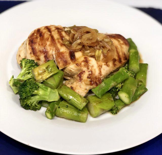 Pollo horneado con limón y tomillo