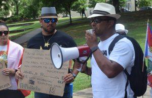 Manifestantes en Charlotte se reúnen a pedir la renuncia del gobernador puertorriqueño