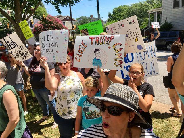 Protestan en Carolina del Norte por condiciones inhumanas de niños inmigrantes en la frontera
