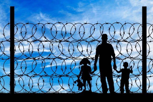 Establecen bases para encarcelar indefinidamente a niños inmigrantes y sus familias