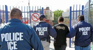 Arrestan cerca de 700 trabajadores inmigrantes en plantas procesadoras de Mississippi