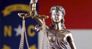 Autoridades, empresarios y activistas de Carolina del Norte aplauden veto de ley antiinmigrante