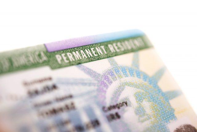 Algunos beneficiarios del TPS pueden recibir la residencia legal tras fallo judicial