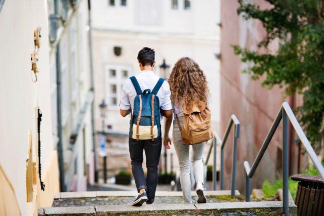 ¿Cuál es la edad adecuada para permitir una relación de noviazgo de mis hijos?