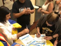 Reúnen firmas en Charlotte para pedir TPS a favor de venezolanos