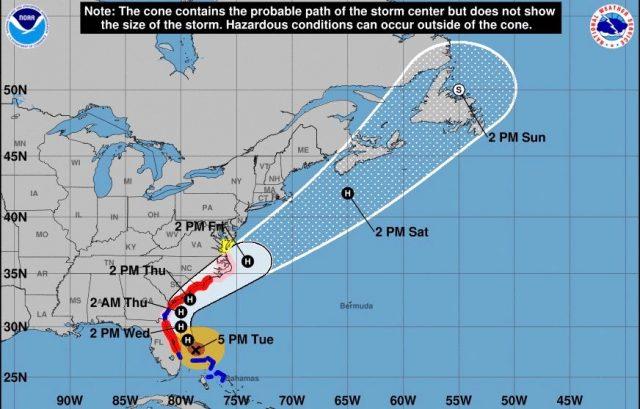 Huracán Dorian se ubica en categoría 2 y avanza hacia la costa de las Carolinas