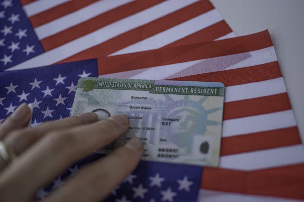 ¿Cuánto tiempo pude estar fuera de Estados Unidos un residente permanente?