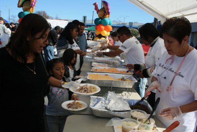 Invitan a familias a cena gratuita por el Día de Acción de Gracias