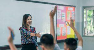 CMS aumenta sueldo a maestros y otros empleados