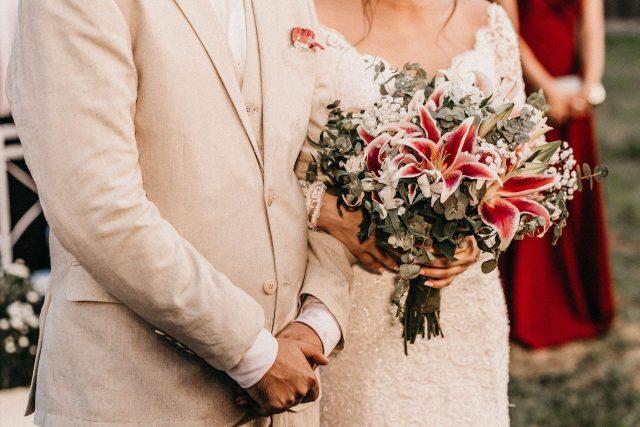 Buenas noticias para personas con residencia temporal por matrimonio en Estados Unidos