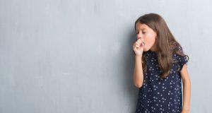 Confirman brote de tos ferina en varios niños del condado de Buncombe