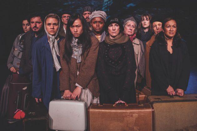Obra de teatro lleva al escenario las historias de inmigrantes que forjaron Estados Unidos