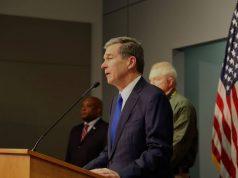 "Gobernador ordena a Carolina del Norte a ""quedarse en casa"""