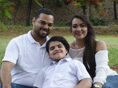 Padres reciben ayuda en español de la Sociedad de Autismo por video conferencias
