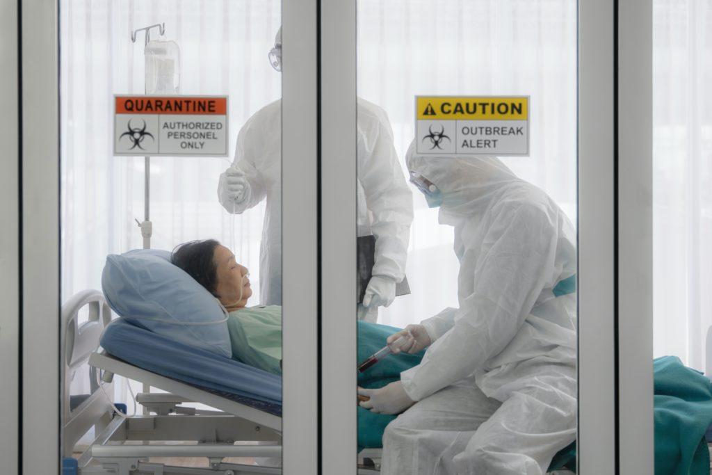 Hay más de 700 personas hospitalizadas con COVID-19 en Carolina del Norte