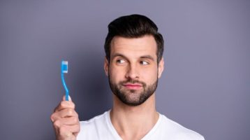 ¿cuántos gérmenes de esconden en tu cepillo dental?