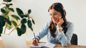 Luce bella y profesional en llamadas virtuales