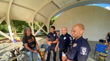 Policías de Charlotte en evento de Rhythm Alliance for Justice