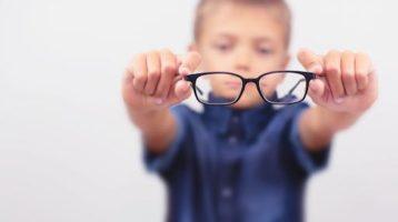 Clases en linea aumentan la miopía en niños